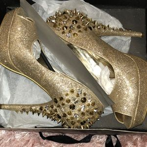 Posh 'sparkly' gold heel